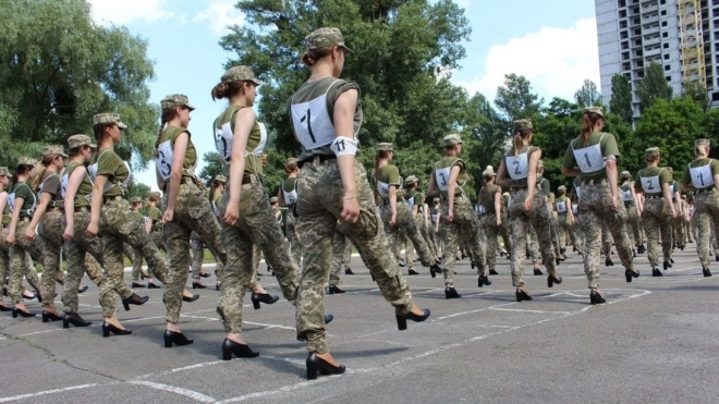 Министр обороны Таран рассказал о новых туфлях для женщин-военных: Со шнурками и меньшими каблуками