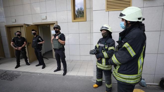 В Киеве неизвестный выстрелил в патрульных, которые приехали на вызов. Злоумышленника задержали
