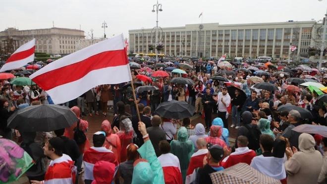 В центре Минска одновременно проходят оппозиционный и провластный митинги