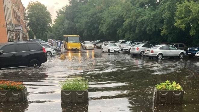 У Києві злива затопила вулиці та дві станції метро