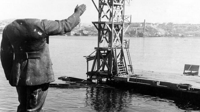 67 лет назад в состав УССР передали Крым, разрушенный войной и опустошенный депортациями. Вспоминаем, как восстанавливали жизнь полуострова и развенчиваем миф о «подарке Хрущева» — в архивных фото