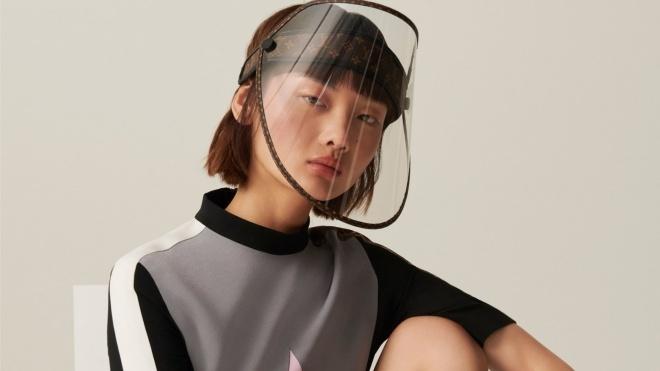 Золотые заклепки и затемняющийся экран. Louis Vuitton представил защитную маску от коронавируса и ультрафиолета