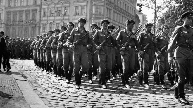 30 лет назад распался блок соцстран Варшавского договора во главе с СССР. Его войска подавляли восстания в Будапеште и Праге, а потом почти все участники попросились в НАТО