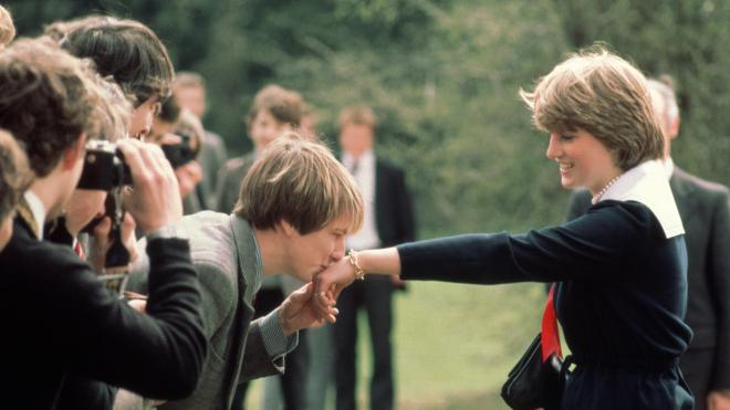 60 років тому народилася принцеса Діана. Згадуємо життя британської «королеви людських сердець» у 20 яскравих архівних фото