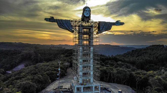 В Бразилии строят новую статую Иисуса Христа. Она выше памятника в Рио