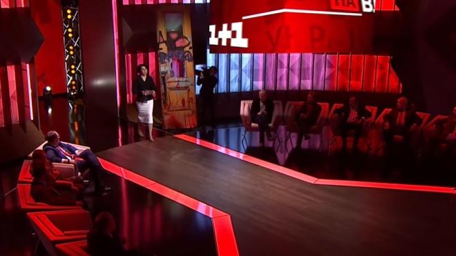 «Лише на один вечір». Офіс президента пояснив, як пошкоджені двері опинилися в ефірі ток-шоу «1+1»