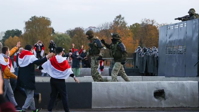 «Наше законодавство надто ліберальне». Парламент Білорусі заборонив мирні зібрання без дозволу та прирівняв журналістів до мітингарів