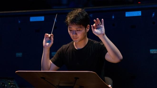 Сінгапурський диригент через коронавірус втратив роботу й повернувся на батьківщину. Тепер він доставляє їжу