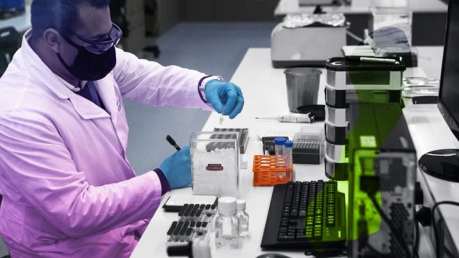 Компания AstraZeneca дважды прерывала испытание вакцины от коронавируса из-за осложненией у подопытных. Она опубликовала отчет, чтобы всех успокоить, но вопросы остались — пересказываем материал NYT