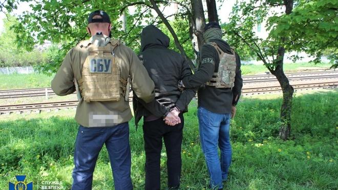 В Хмельницкой области агента российских спецслужб задержали во время фотографирования колонны военной техники ВСУ