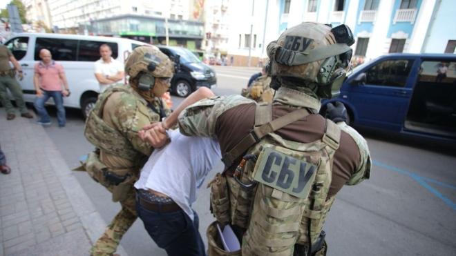 У Києві чоловік погрожував підірвати бомбу в бізнес-центрі «Леонардо». Його затримали під час спецоперації — хроніка подій