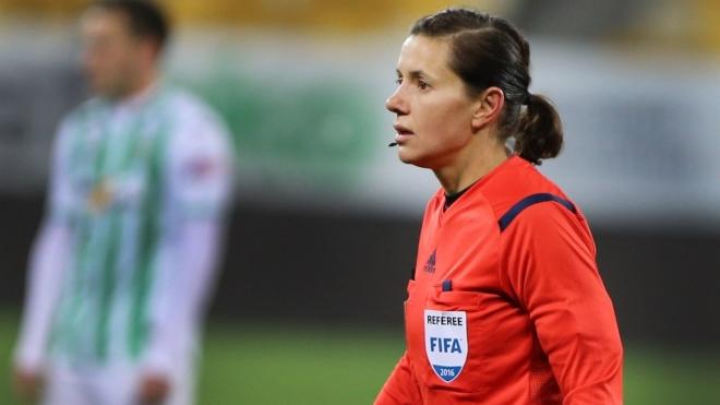 Уперше на матчах чоловічих збірних з футболу працюватиме повністю жіноча бригада арбітрів. І вона — з України