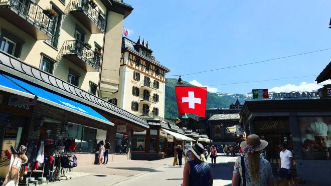 Швейцарцы на референдуме отклонили закон о защите климата. Он должен был повысить цены на бензин и перелеты