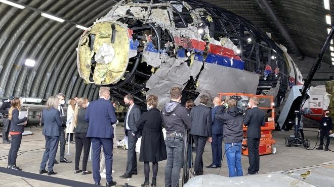 Справа MH17: суд завершив попереднє засідання. Судді та адвокати оглянули уламки літака