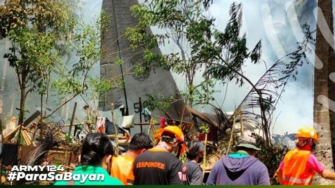Число жертв крушения военного самолета на Филиппинах возросло до 45