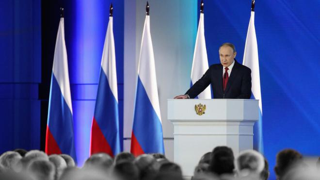 Володимир Путін звернувся до Федеральних зборів Росії. Він говорив про соціальні виплати — і зовсім небагато про США і Україну. Головні заяви