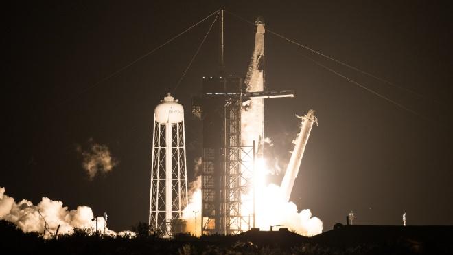 Корабль Crew Dragon отправил на орбиту четырех астронавтов. Они будут изучать влияние космических условий на здоровье человека