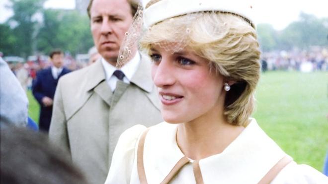 Принц Гарри боится, что жена Меган Маркл может повторить историю его матери — принцессы Дианы