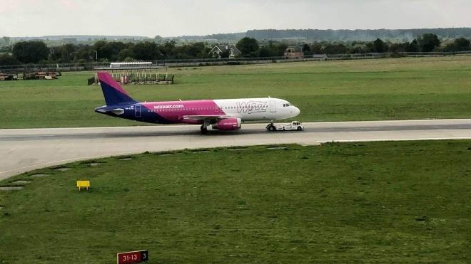 Літак Wizz Air здійснив аварійну посадку у Львові через проблеми з передньою стійкою шасі