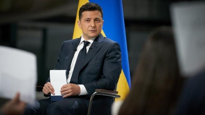 «Сім'я стоїть для мене поряд із Україною». Зеленський розповів, від чого залежатиме його рішення йти на другий термін