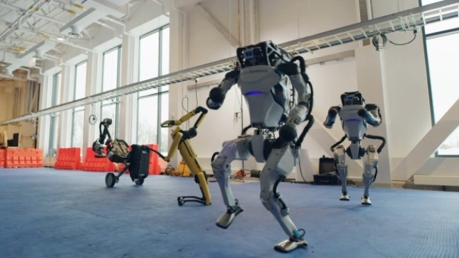 """Роботы Boston Dynamics станцевали под рок-н-ролльный хит """"Do You Love Me"""". На новогоднем видео — все три вида творений"""
