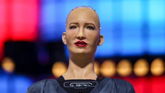 Робот Софія створила серію малюнків, зокрема автопортрет. Їх продали на аукціоні за мільйон доларів