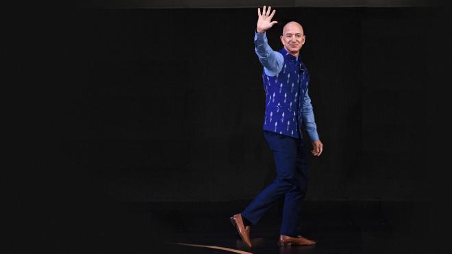 Джефф Безос был генеральным директором Amazon 26 лет и уходит с поста на пике развития компании. Вот что он написал в «прощальном» письме сотрудникам — о прошлом компании, планах на будущее и секрете успеха