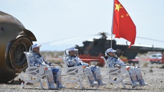 Китай успешно завершил первую пилотируемую миссию