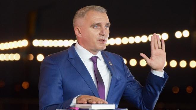 Мэра Николаева спросили, почему в городе так много серой плитки. В ответ он достал Библию и поклялся, что не причастен к ее производству