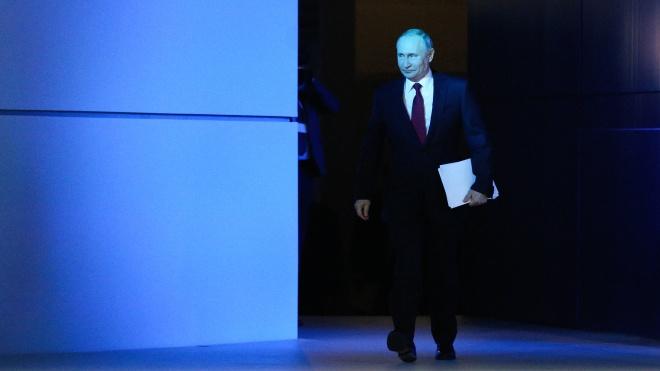 Сьогодні важливий день: на кордоні стоїть армія РФ, Володимир Путін читає послання до парламенту, опозиція готується вийти на мітинги, США відкликали посла з Росії. Чого ми чекаємо? (Нічого доброго).