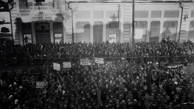 Сто років тому більшовики з Москви запустили політику «українізації», щоб зміцнити свою владу в Україні. А коли вона почала загрожувати режиму, її прихильників заслали в табори і розстріляли