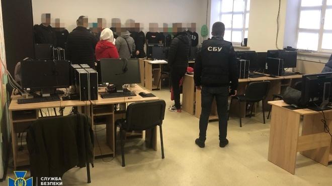 У Вінниці СБУ викрила шахраїв, які чотири місяці крали з банківських карток мільйони гривень