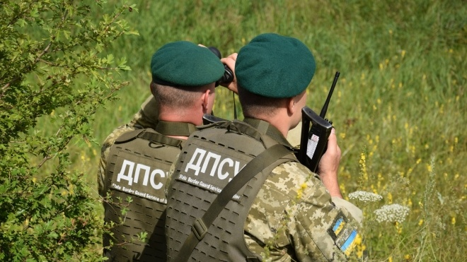 На кордоні з Росією невідомі напали на українських прикордонників і відібрали їхню зброю