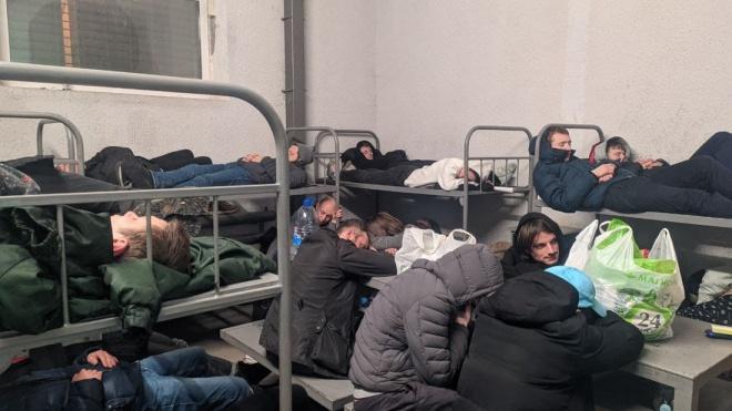 Затриманих на мітингах в Москві тримають в антисанітарії та переповнених камерах. У Кремлі кажуть, що ті винні самі