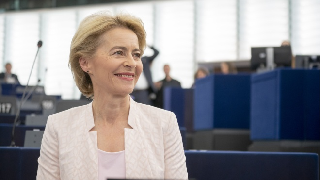 Глава Єврокомісії фон дер Ляєн знову пішла на карантин через контакт із хворим на коронавірус