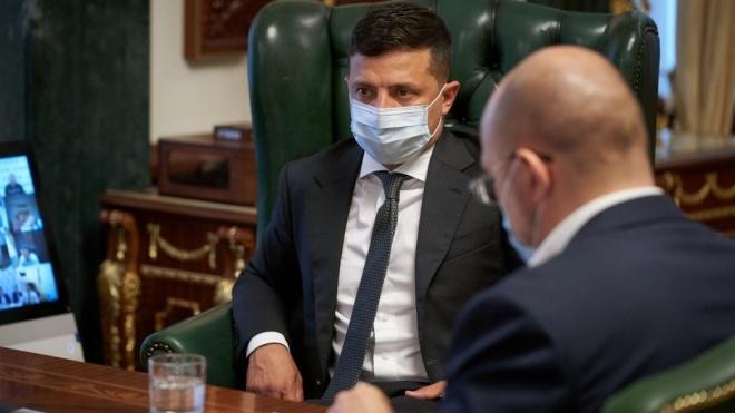 Зеленський підписав закон, який скасовує штрафи за виїзд з окупованого Донбасу через Росію
