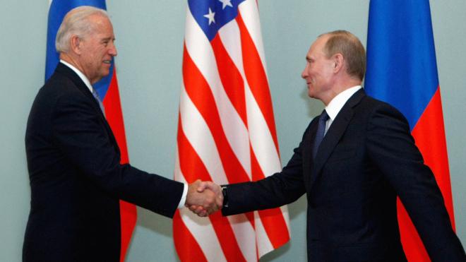 Прошли переговоры Джо Байдена с Владимиром Путиным. Для первого это дело не новое — почти 40 лет он пытается договориться с Москвой. О встречах Байдена с советскими и российскими лидерами — коротко