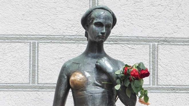 Сексизм чи розвага? У Мюнхені виникла суперечка навколо статуї Джульєтти та пов'язаної з нею традиції