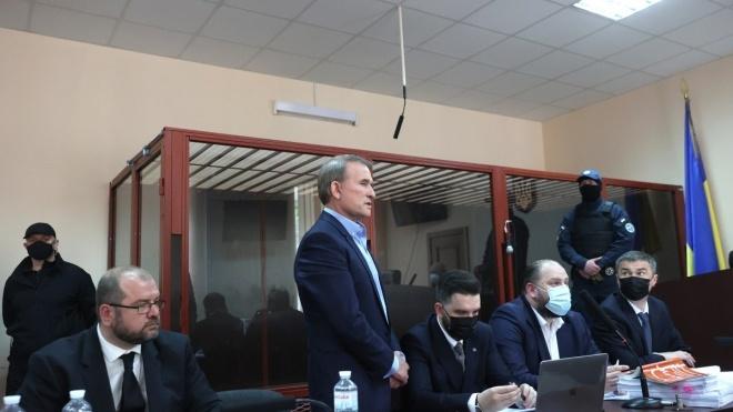 Медведчук отвергает обвинения в пророссийскости. К суду стянули молодых людей, которых Кива называет «членами антифашистского движения»