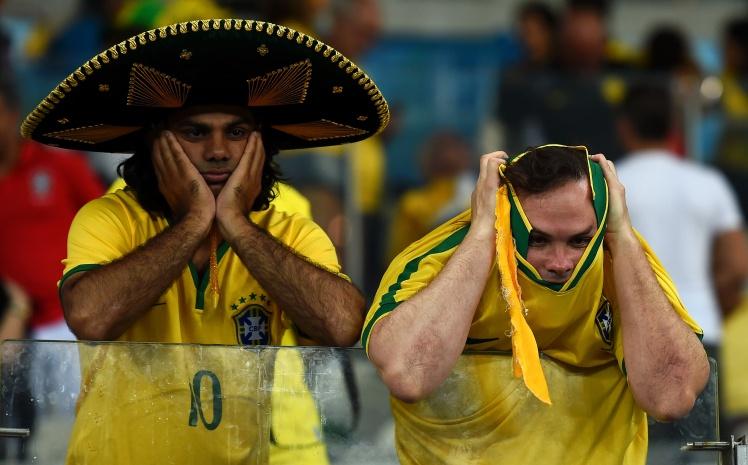 Бразильські фани на стадіоні «Мінейран» після поразки в півфіналі домашнього Чемпіонату світу, 8 липня 2014 року.