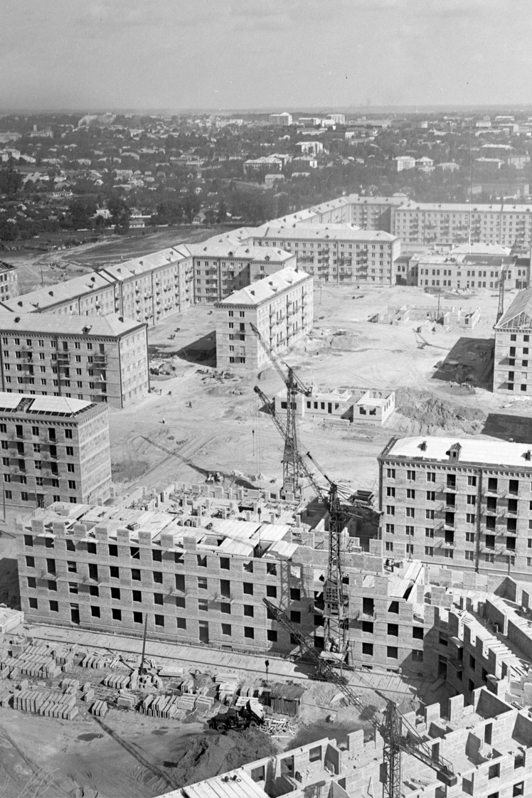Общий вид строительства массива на Чоколовке в Киеве, 1958 год.
