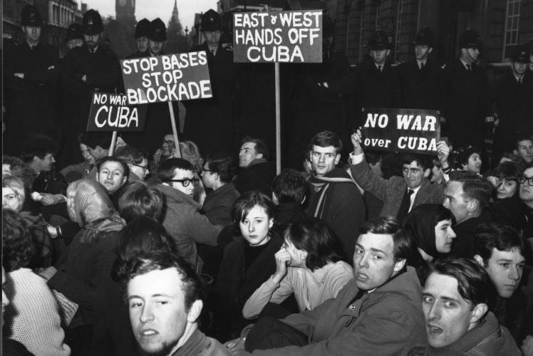 Демонстрация против Карибского кризиса в Лондоне, 24 октября 1962 года.