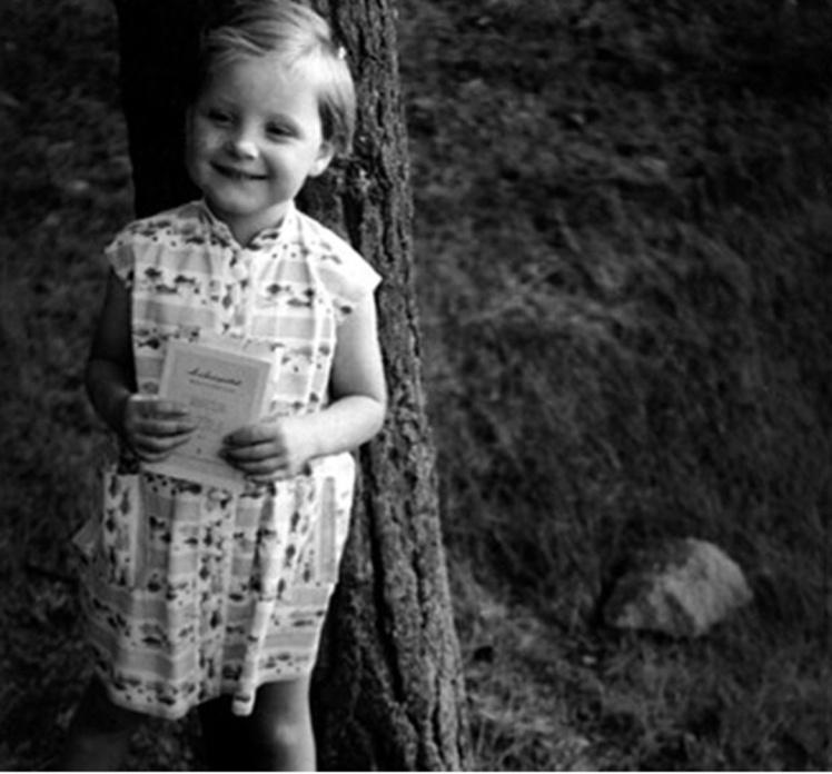 Одне з небагатьох дитячих фото Ангели.
