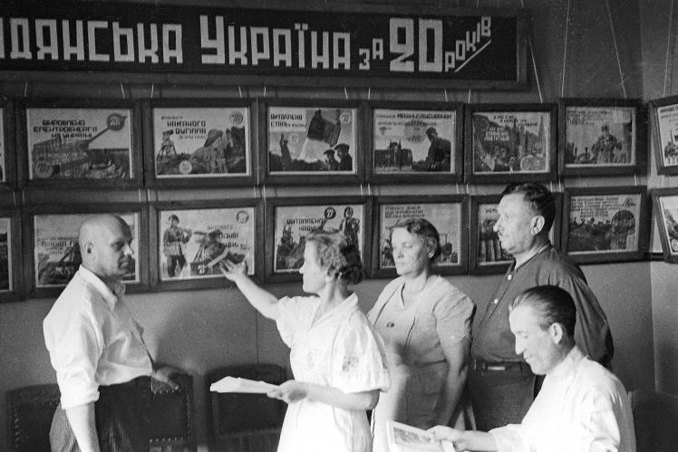 У парткабінеті Молотовського райкому (з 1957 року — Шевченківський район) КП(б)У в Києві, 1939 рік.