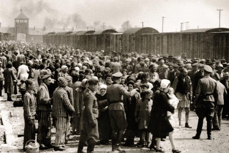 У період з 2 травня до 9 липня понад 430 тисяч угорських євреїв депотрували в Аушвіц.