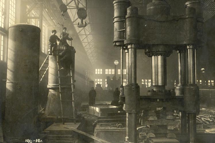Монтаж парогідравлічних пресів на Луганському паровозобудівному заводі, 1932 рік.