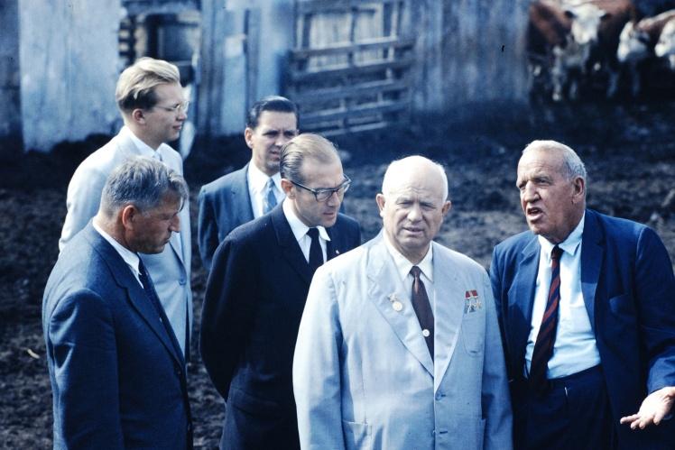 Никита Хрущев на ферме во время визита в США, сентябрь 1959 года.