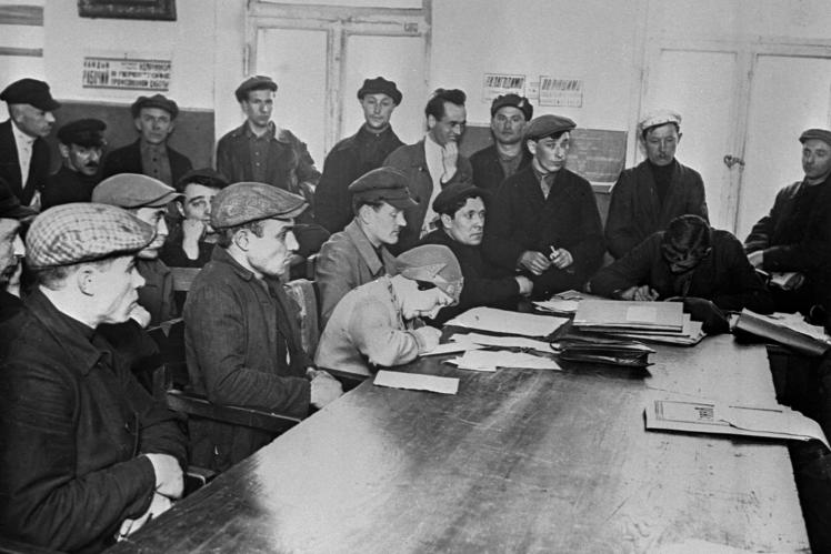 Учасники конференції з питання нагородження кращих ударників заводу «Арсенал» у Києві, 1929 рік.