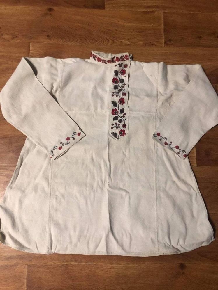 Сорочка президента пошита за прикладом цієї — з приватної колекції.