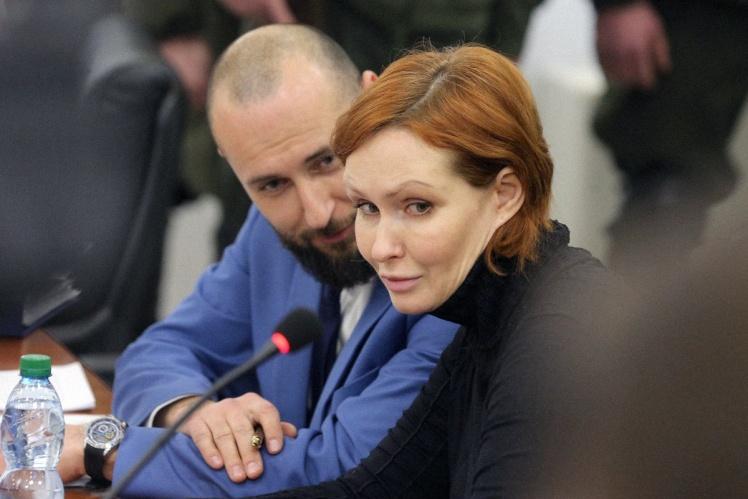 Юлія Кузьменко та її адвокат Тарас Безпалий під час засідання Київського апеляційного суду, 14 лютого 2020 року.